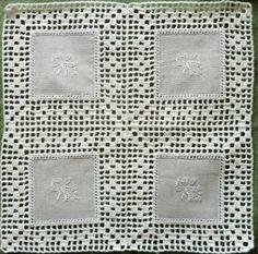 Já a pensar nas prendas de Natal comecei uma série de panos de tabuleiro com linho bordado e renda. O linho foi comprado em Coimbra,...