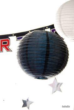 Linternas como planetas para decorar tu fiesta espacio / Paper lanterns as planets to decorate your space party