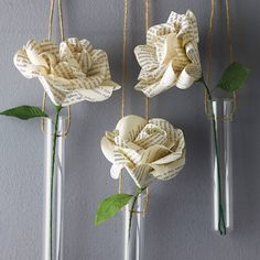 Beautiful paper roses by Bookish…