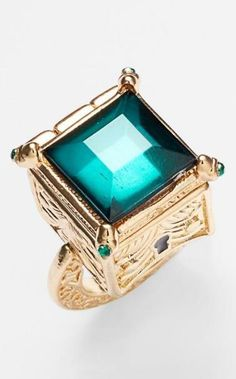 Stunning! Emerald ring with a hidden locket.