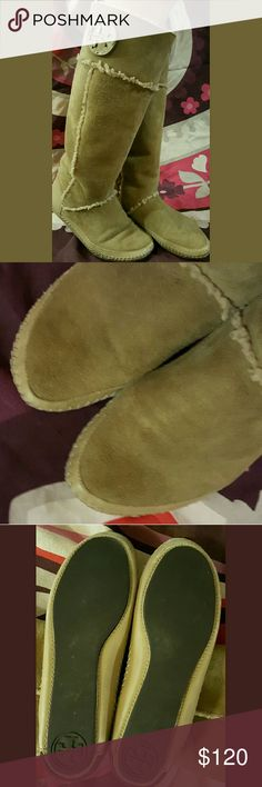 Tall Shearling Boots 100% authentic Very comfortable & in excellent pre-owned condition!!  Color: Camel Style: 24108155 Tory Burch Shoes Winter & Rain Boots