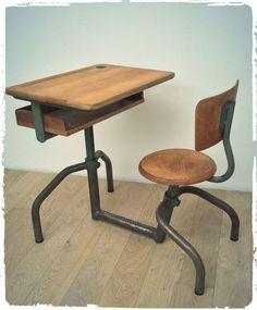 Le produit Pupitre Bureau d'Écolier Vintage Hitier Mobilor 1950 est vendu par OOMPA dans notre boutique Tictail.  Tictail vous permet de créer gratuitement en ligne une boutique de toute beauté sur tictail.com