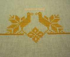 Kasuti Embroidery, Embroidery Works, Embroidery Stitches, Hand Embroidery Tutorial, Cross Stitch Bird, Bargello, Weaving Techniques, Flower Basket, Blackwork