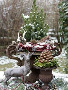 Winter Garden Decoration Ideas There is a general conviction., 80 Winter Garden Decoration Ideas There is a general conviction., 80 Winter Garden Decoration Ideas There is a general conviction. Christmas Garden Decorations, Christmas Porch, Diy Garden Decor, Outdoor Christmas, Country Christmas, Winter Christmas, Christmas Wreaths, Christmas Crafts, Holiday Decor