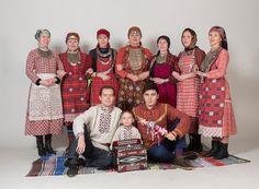 """Udmurt traditional clothes, удмурт диськут. Эстониысь ансамбль """"Юмшан Гур"""" Photographer: Arp Karm (Estonia)"""