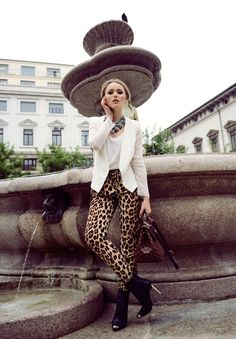 8 Fashionable Tricks to Look Skinny: #5. Sport a coat over dress or jeans.