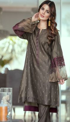 Gorgeous❤ add a maroon hijab!Very Simple n perfect.All time wearing Pakistani Dresses Casual, Pakistani Dress Design, Casual Summer Dresses, Stylish Dresses, Indian Dresses, Indian Outfits, Fashion Dresses, Formal Dresses, Kaftan Designs