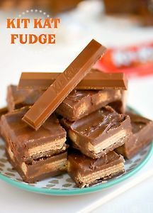 It's a crying shame that most of us don't eat fudge outside of the holiday season - a shame I tell ya! Seriously, it's crazy easy, totally decadent, and super versatile. Plus, hello, it's chocolate! I've...