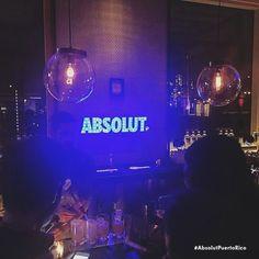 Like si esta noche te vas a vacilar con los panas. #Absolut #AbsolutPuertoRico #Nightlife #VodkaLovers #SanJuan #