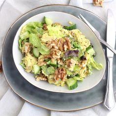 Een lekkere kip kerrie rijstsalade, omdat we zin hadden in salade en in kip kerrie! Een heerlijke combinatie en bovendien snel klaar!