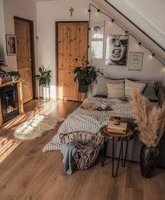 Room Ideas Bedroom, Home Decor Bedroom, Bedroom Inspo, Bedroom Table, Decor Room, Room Decorations, Kids Bedroom, Master Bedroom, Wall Decor