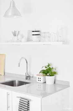 Via Stylizimo | Littlefew | White Scandinavian Kitchen