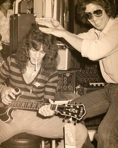 Cool shot of Eddie guitar shopping in Japan with Alex-1979. Who else is guitar shopping this weekend? #vanhalen #eddievanhalen…