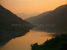 Seomjingang River on Hadong, Korea. Photographer: Kim Jung-man