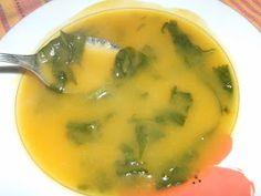 Ingredientes: 3 Batatas grandes 2 cenouras 1 cebola pequena 0.5 knorr de legumes Sal q.b. Folhas de Nabiça q.b.  1.Descasque e corte em cub...