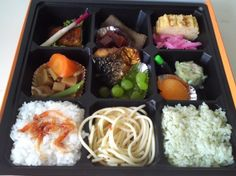 Ekiben (駅弁) (railway boxed meals) are a specific type of bento boxed meals, sold on trains and train stations in Japan and Taiwan (鐵路便當, Taiwan Railway Mealb. Japanese Lunch, Asian Recipes, Ethnic Recipes, Tasty, Yummy Food, Food Science, Food Packaging, Cute Food, Creative Food
