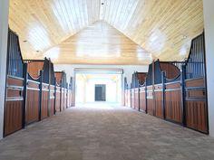 #Pferdeboxen #horsestall #horsebarn Pferdestall Barn Stalls, Horse Stalls, Horse Barns, Horses, Dream Stables, Dream Barn, Equestrian Stables, Horse Ranch, Castle