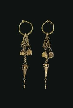 A PAIR OF NABATEAN GOLD EARRINGS CIRCA 1ST CENTURY B.C.