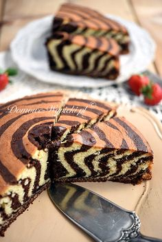 zebra cake- Zebrakuchen A juicy, light sponge cake with the strips. A great eye-catcher. Homemade Baked Donuts, Baked Donut Recipes, Homemade Baby Foods, Homemade Vanilla, Easy Cake Recipes, Baby Food Recipes, Healthy Recipes, Peanut Brittle Recipe, Brittle Recipes