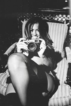 girl with camera photo black and white photography 43 Jessica Burciaga Girls With Cameras, Robert Frank, Portraits, Pictures Of People, Female Photographers, Vintage Cameras, White Image, Black And White Pictures, Black White
