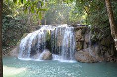 Cascade au milieu de la forêt Thaïlandaise