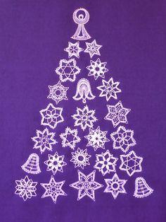 Christmas Crafts, Christmas Decorations, Romanian Lace, Bobbin Lace Patterns, Lace Heart, Lace Jewelry, Irish Lace, Lace Making, Lace Detail