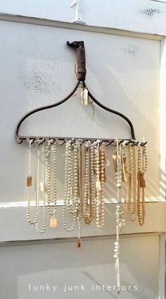 Funky Junk Interiors: An outdoor vintage market, great junk. I'm dismantling an old rusty rake. Necklace Holder, Jewelry Holder, Diy Jewelry, Hanging Jewelry, Head Jewelry, Belt Holder, Jewelry Rack, Diy Necklace, Jewelry Ideas