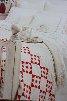country living :: making + displaying quilts