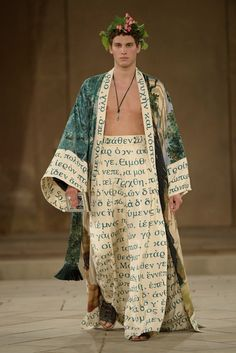 Italian fashion house Dolce & Gabbana dreams up a magical collection for its latest Alta Sartoria outing. Looking to Ancient Greece for inspiration, Dolce & Couture Fashion, New Fashion, Runway Fashion, High Fashion, Fashion Show, Winter Fashion, Italian Fashion, Couture Collection, Menswear