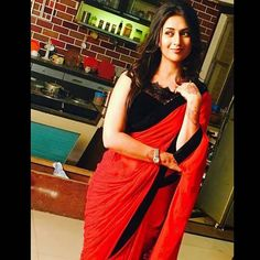Divyanka tripathi in Red n black saree!!
