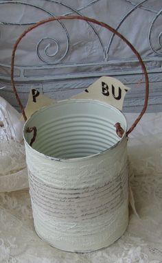 Shabby chic crafts to make tin cans 53 Ideas for 2019 Tin Can Crafts, Metal Crafts, Crafts To Make, Shabby Chic Vanity, Shabby Chic Baby Shower, Shabby Chic Crafts, Shabby Chic Cottage, Altered Bottles, Altered Tins