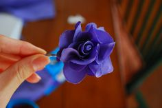 Beautiful flower tutorial... originally done for a hairpin, but could you picture a pretty garland of flowers? Or other uses... make bouquets and other pretties.