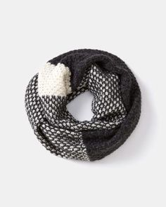 Two-tone rounded scarf #smartset #winter