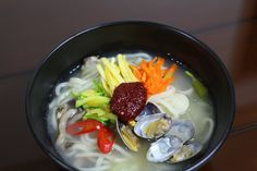 "NoodlesWithShort_neckedClam  EOS100D, canonEF40mm  한국음식  오늘 저녁 메뉴는 칼국수 였음! 바지락 해감을 3시간이나 했는데 ㅠㅜ 몇 개가 질근거려서 살짝 짜증..  I made it tonight for dinner. We are named the ""Ba Ji Rak Kal Gook Su"" It made.."
