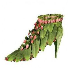 Flower Shoes by Michel Tcherevkoff Deco Floral, Arte Floral, Floral Design, Crazy Shoes, Me Too Shoes, Wierd Shoes, Costume Fleur, Fairy Shoes, Flower Shoes