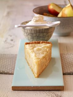Apfelkuchen mit Marzipan-Mandel-Haube: Saftiger Obstkuchen mit Äpfeln und knusprigem Marzipan-Belag
