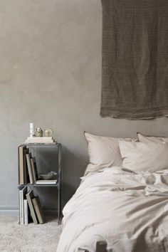 The new brand, Midnatt Home presents organic cotton bed linen in the most wanted color range. I love them all - Coco, Pebble, Dromedary and Wilted. Home Decor Bedroom, Modern Bedroom, Bedroom Wall, Bedroom Design Inspiration, Home Decor Inspiration, Decor Ideas, Neutral Bed Linen, Tadelakt, Bed Linen Design