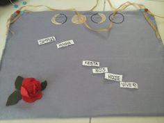Quadro de feltro para poesia espontânea.  Sorteie as palavras e crie seu poema.  Felt board to spontaneous poetry. Just draw some words and have chance create you a new poem.