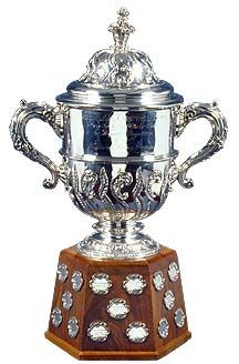 Le trophée Clarence S. Campbell remis annuellement à chaque fin de saison dans la Ligue nationale de hockey;remis au cours des séries éliminatoires au vainqueur de la finale de l'association de l'Ouest, juste avant la finale de la Coupe Stanley.
