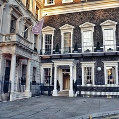 The Naval and Military Club, also known as The In & Out, is a private members club located in St. James's Square, London for officers and gentlemen of the British Armed Forces. It has latterly admitted some female members 🤓 . . . . . . . . . . . . . #ukphotographer #visitlondon #uk #wanderlust #passionpassport #travelawesome #neverstopexploring #uk_shooters #awesome_photographers #beautifuldestinations #igersdaily #shootermag #shutup_london #thisislondon #ldn4all #wonderful_places…
