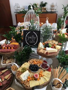 Top Ten Grazing Table to Groom Your Event Cheese Table, Cheese Platters, Parrilladas Ideas, Buffet Chic, Breakfast Platter, Party Food Platters, Wine And Cheese Party, Catering Display, All Fruits