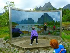 15 Mesmerizing Mirrored Artworks Found Outdoors - My Modern Met