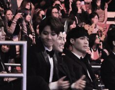 Baeki dancing to BTS Danger! LOL Chen is like stop you're embarrassing all of us