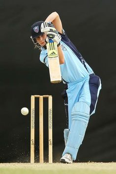 Ellyse Perry. Great technique!
