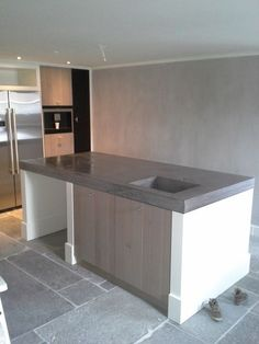 spoeleiland gemaakt met beton-cire Loft Kitchen, Apartment Kitchen, Kitchen Interior, New Kitchen, Kitchen Dining, Luxury Kitchens, Home Kitchens, Tadelakt, Kitchen Gallery