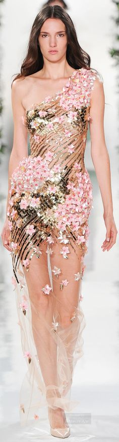 Elegant fashion looks that burst creativity. High-end detailing and feminine aesthetics.