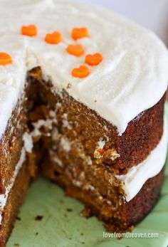 This is the best carrot cake recipe around. Topped with cream cheese frosting, it creates a cake that is easy as well as delicious. Above all this is a cake that your friends and family will love and rave about about every time you make it. Frosting Recipes, Cupcake Recipes, Baking Recipes, Dessert Recipes, Baking Ideas, Homemade Carrot Cake, Easy Carrot Cake, Carrot Cakes, Cupcakes