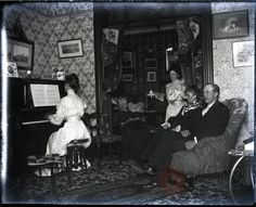 [Untitled], circa 1890, V1994.013; Cranston family papers and photographs; Brooklyn Historical Society. This is in a brownstone in Bed-Stuy.