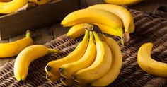 Bananas For Hypertension: One of the most prominent health benefits of banana is its ability to manage blood pressure levels. Banana is a good source of vitamin C, B vitamins and fibre. Big Meals, Meals For One, How To Store Bananas, Banana Health Benefits, Home Remedies For Skin, Banana Drinks, Eating Bananas, Homemade Baby Foods, 100 Calories