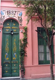 Buenos Aires, Argentine #photo #porte #door #voyage #travel Via http://pin.it/VHk6Vuz